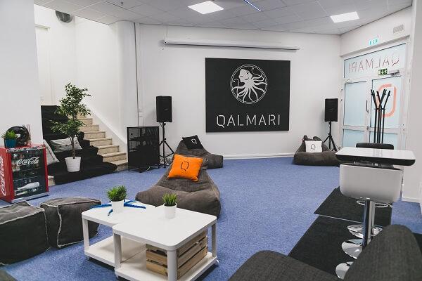 Toimiston lounge_Qalmari